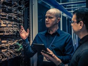 technician-explaining-server-configuration